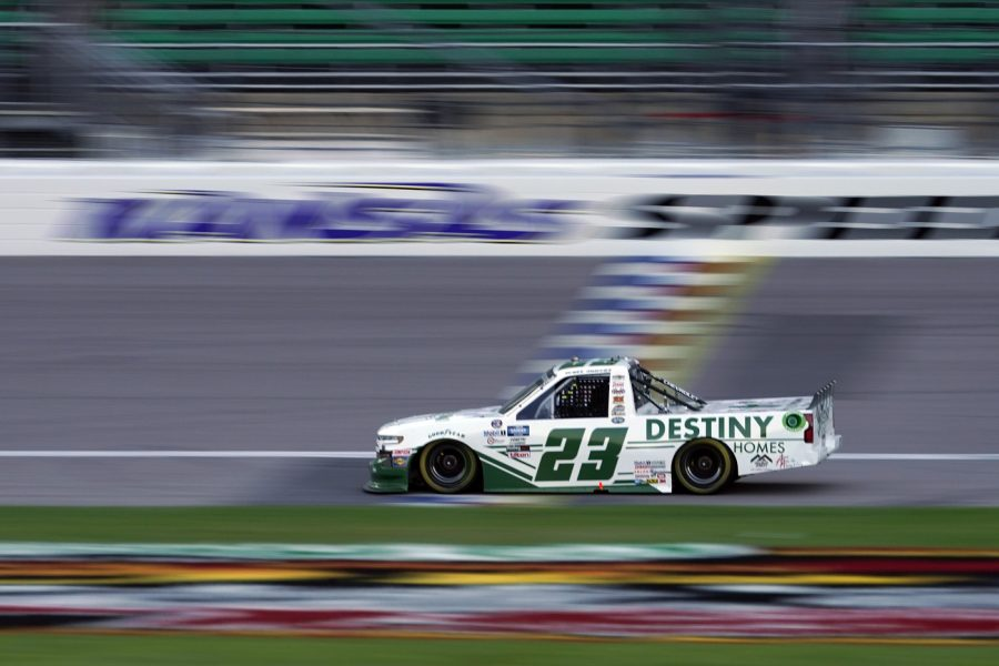 NASCAR Truck Series |  Brett Moffitt vince in Kansas