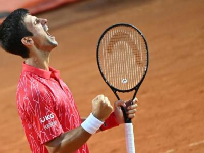 LIVE Djokovic-Tsitsipas 6-3 6-2 5-7 4-6 6-1, Roland Garros 2020 in DIRETTA: il serbo raggiunge Rafael Nadal in finale a Parigi!