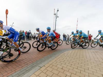 Brugge-De Panne 2020: Yves Lampaert trionfa in solitaria in una gara caratterizzata dai ventagli