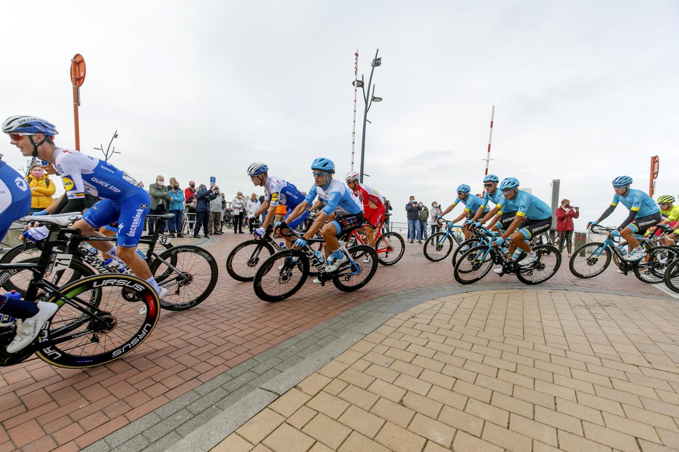 Brugge De Panne 2020: Yves Lampaert trionfa in solitaria in una gara caratterizzata dai ventagli