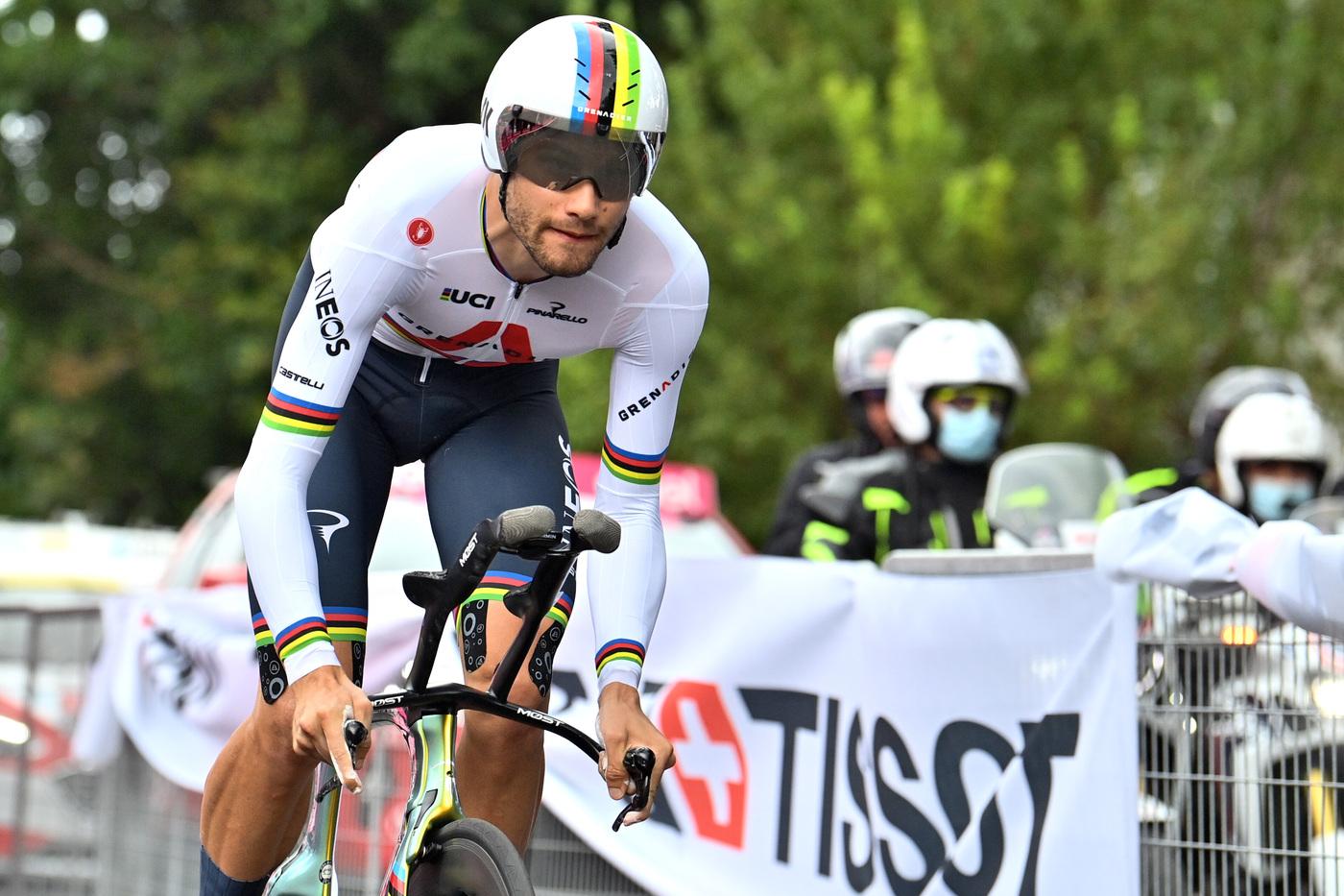 Ganna domina la cronometro di Torino: è lui la prima maglia rosa
