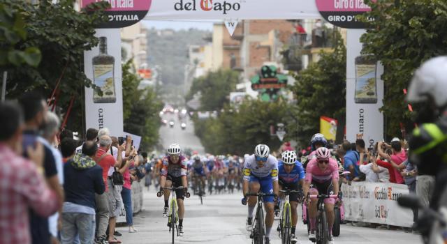 """Giro d'Italia 2020, Jonathan Caicedo: """"Ho tentato la fortuna al traguardo volante. Ci riproverò per la Maglia Rosa"""""""