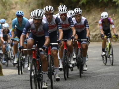 Giro d'Italia 2020: Vincenzo Nibali protagonista. Il forcing della Trek-Segafredo manda in crisi Caicedo. Squalo davanti in discesa