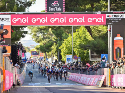 VIDEO Giro d'Italia 2020, highlights settima tappa: Demare vince in volata su Sagan. Nibali e i big tremano per i ventagli