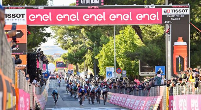 VIDEO Giro d'Italia 2020, highlights settima tappa: Demare vince in volata su Sagan. Nibali e i big tremano per i ventagli