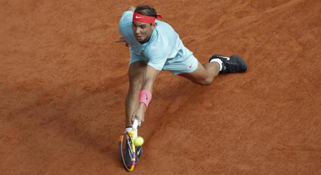 LIVE Djokovic-Nadal 0-6 2-6 5-7, Finale Roland Garros 2020 in DIRETTA: l'uragano spagnolo investe il serbo! 13° successo a Parigi e 20° nei Major: raggiunto Roger Federer
