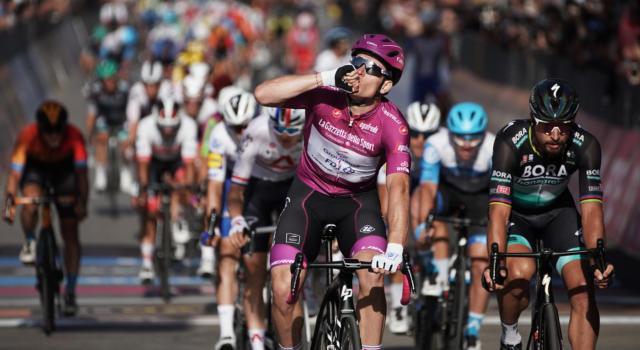 Ordine d'arrivo Giro d'Italia 2020, risultato di oggi: volata stratosferica di Arnaud Demare. Tris per il francese