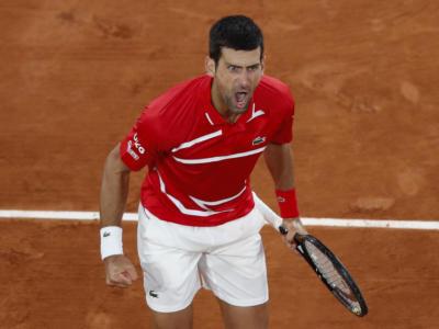 Roland Garros 2020: Djokovic vince in cinque set contro Tsitsipas e raggiunge Nadal in finale