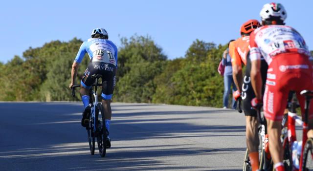 VIDEO Giro d'Italia 2020, highlights ottava tappa: Alex Dowsett vince in fuga. Il gruppo dei big arriva a 14 minuti
