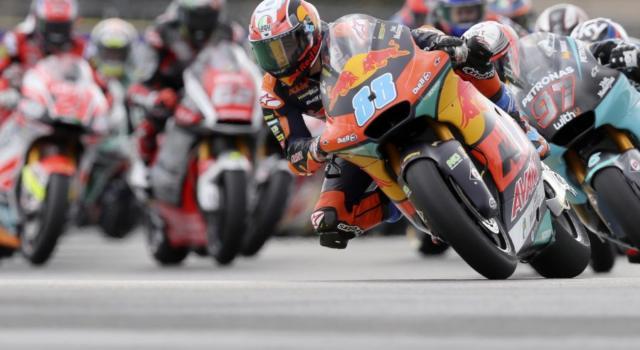LIVE Moto2, GP Aragon 2020 in DIRETTA: Sam Lowes conquista la pole ed il record della pista! Bezzecchi e Di Giannantonio completano la prima fila