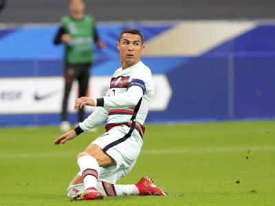 Calcio, Cristiano Ronaldo è atterrato a Caselle: trascorrerà la quarantena a Torino
