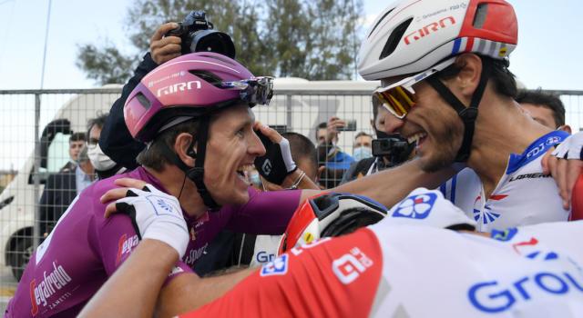 Giro d'Italia 2020, pagelle di oggi: l'intesa perfetta tra Démare e la Groupama-FDJ. Consonni e Viviani sfortunati ma coraggiosi
