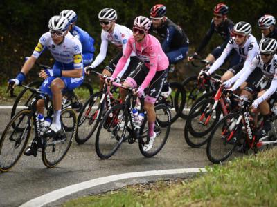 VIDEO Giro d'Italia, highlights dodicesima tappa: Narvaez vince a Cesenatico, i big si marcano su 4000 metri di dislivello
