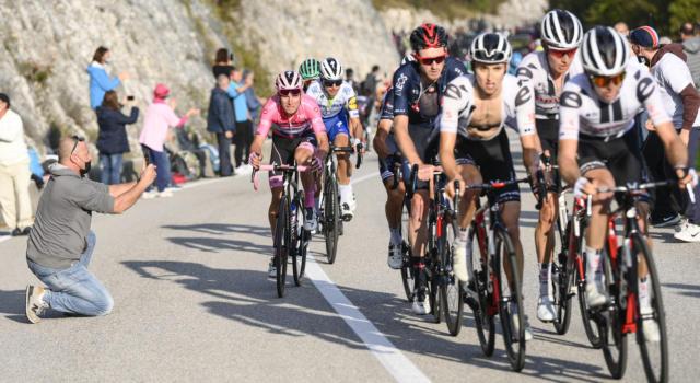 Giro d'Italia 2021, sconfinamento in Slovenia? Zoncolan in rampa di lancio, chiusura a Verona: le novità sul percorso