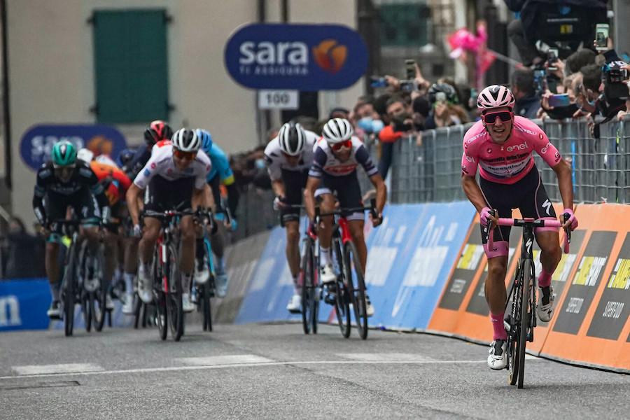 LIVE Giro d'Italia, Bassano Madonna di Campiglio in DIRETTA: scollinato il Passo Durone