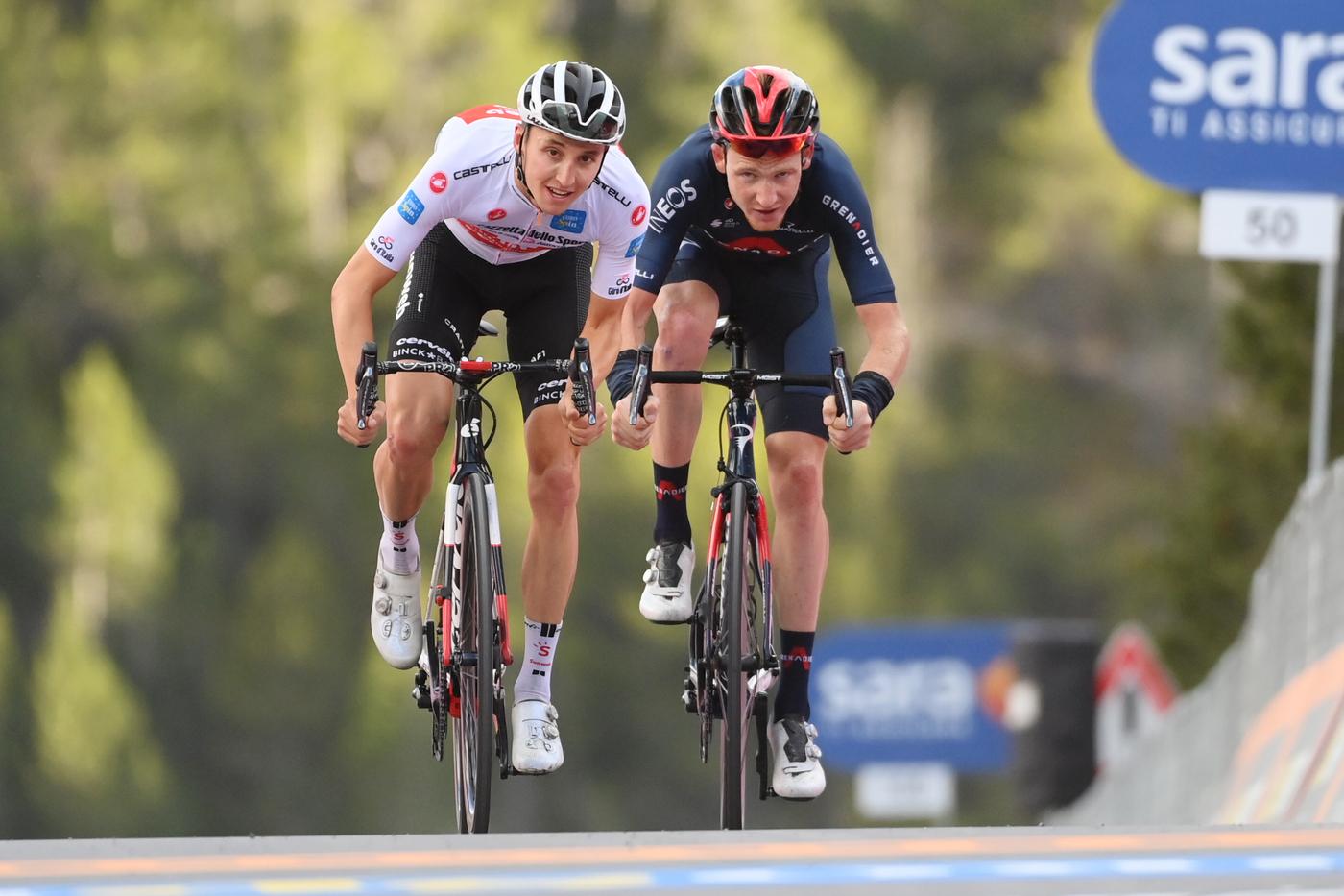 VIDEO Giro d'Italia, highlights tappa di oggi. Hindley vince ai Laghi di Cancano, Kelderman maglia rosa dopo lo Stelvio