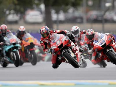 VIDEO MotoGP, GP Francia: gli highlights della gara. La vittoria sul bagnato di Petrucci, cade ancora Valentino Rossi