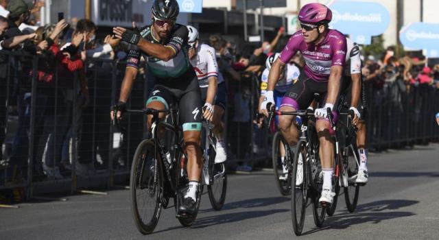 LIVE Giro d'Italia 2020, Morbegno-Asti in DIRETTA: il gruppo dorme e la spunta Josef Cerny in solitaria