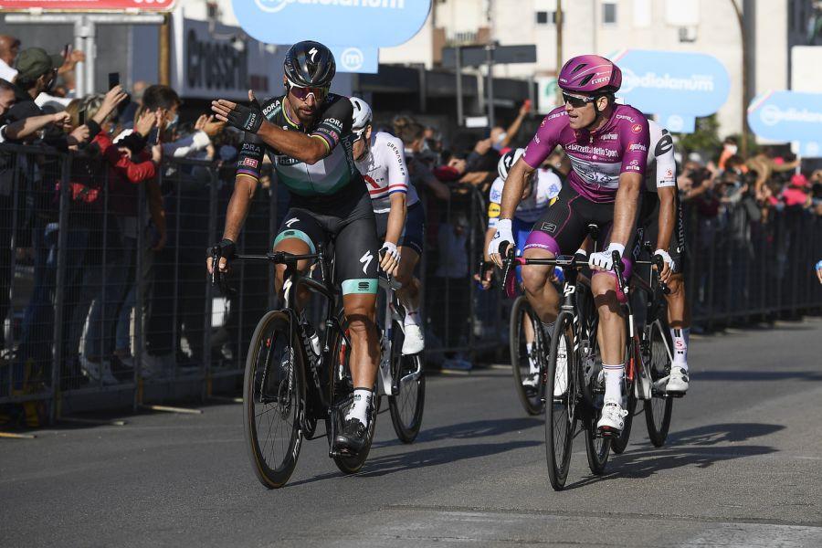 LIVE Giro d'Italia 2020, Morbegno Asti in DIRETTA: la frazione riprenderà da Abbiategrasso dopo la protesta dei corridori