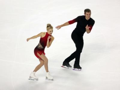 Pattinaggio artistico: i debuttanti Scimeca Knierim-Frazier si impongono nello short delle coppie a Skate America 2020, deludono Cain Gribble-Leduc