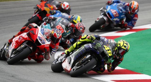 DIRETTA MotoGP, GP Portimao: griglia di partenza, Oliveira beffa Morbidelli. 17° Valentino Rossi