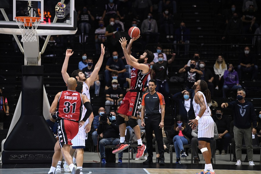 Basket, 5a giornata Serie A 2020-2021: Milano vince ancora, Venezia batte Sassari, ok Pesaro a Roma