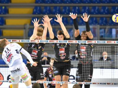 Volley, SuperLega: quarta giornata. Vincono tutte le big. Perugia +1 su Civitanova, Milano espugna Modena