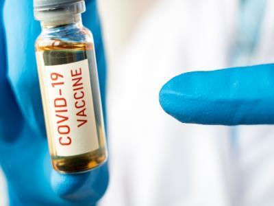 """LIVE Vaccino Covid-19 e cura, notizie in DIRETTA: Cristanti: """"Il vaccino, in Italia, non potrà essere obbligatorio poiché manca la tecnologia per conservarlo"""""""