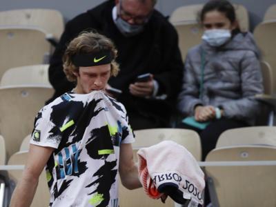 LIVE Tsitsipas-Rublev 6-1 4-6 7-6, ATP Finals 2020 in DIRETTA: il greco vince con un tiebreak al cardiopalma!