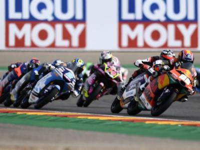 Moto3, risultato GP Europa 2020: succede di tutto a Valencia! Out Arenas, Vietti e Masià, vince Fernandez, Ogura 3° riapre il Mondiale