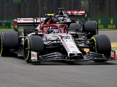 F1, VIDEO: una gomma sgonfia nel pit stop di Antonio Giovinazzi