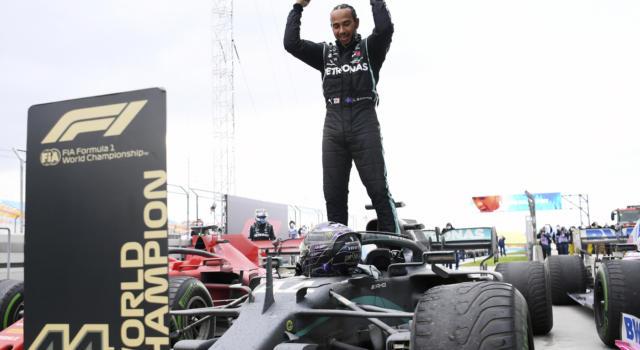 """F1, il padre di Lewis Hamilton: """"Continuerà a correre. Vuole essere un modello per i giovani"""""""