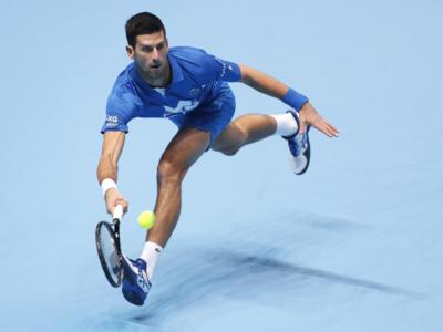 ATP Finals 2020, Novak Djokovic va in semifinale senza sussulti, Alexander Zverev ko 6-3 7-6
