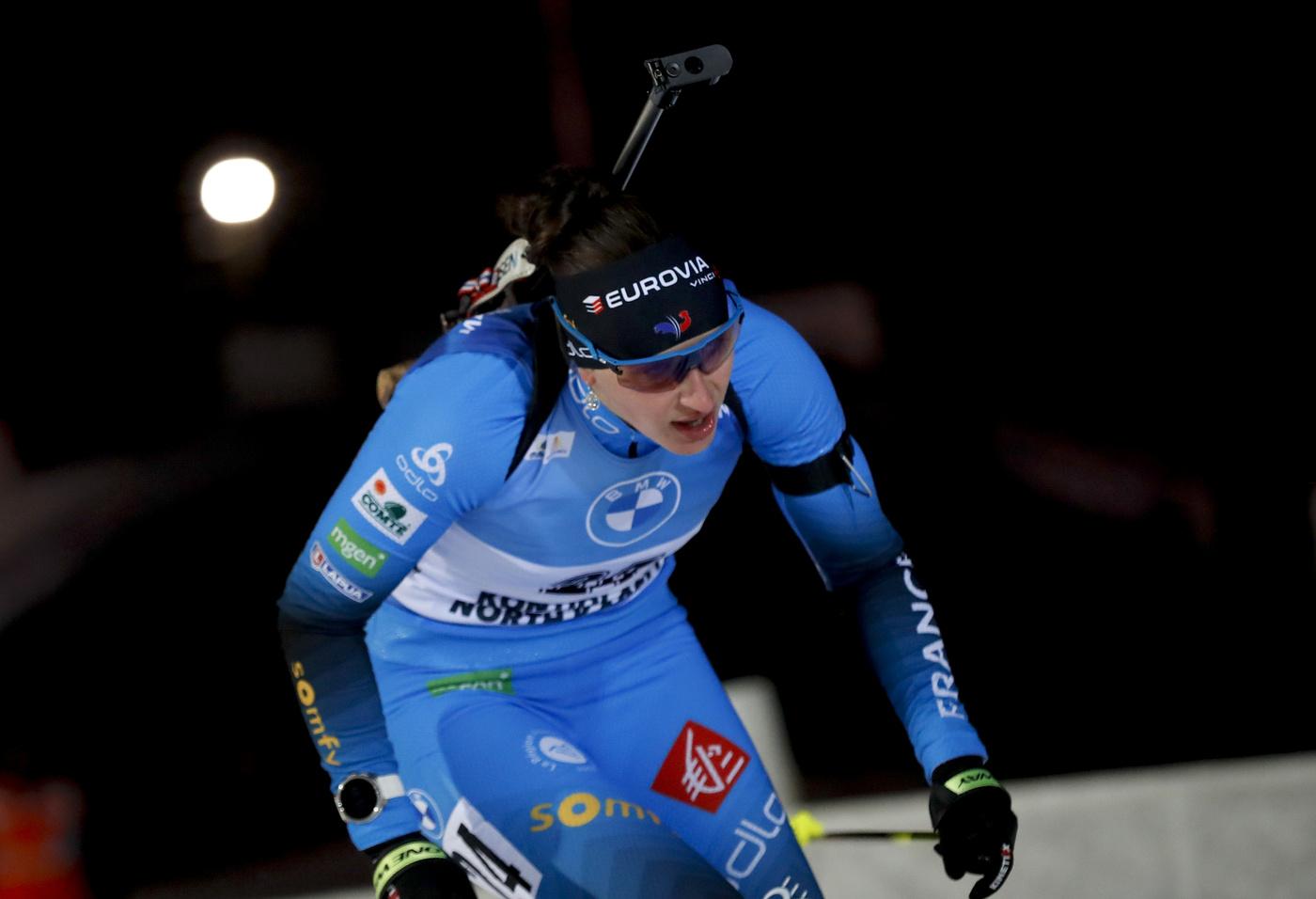 Biathlon, Simon regola Preuss e trionfa nella mass start di Oberhof. Grande beffa per Wierer che chiude sesta