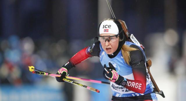 Biathlon, Ingrid Landmark Tandrevold centra vittoria e Coppa di specialità nella mass start di Oestersund