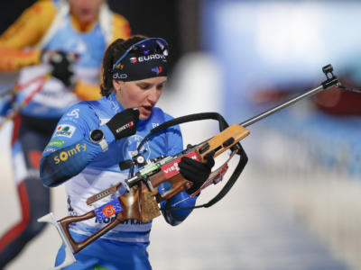 VIDEO Biathlon, Julia Simon vince la mass start di Oberhof. Highlights e sintesi: Wierer si spegne sul più bello