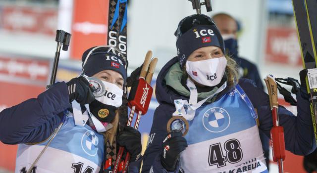 VIDEO Biathlon, la Norvegia vince la staffetta femminile dei Mondiali. Italia lontana. Highlights e sintesi