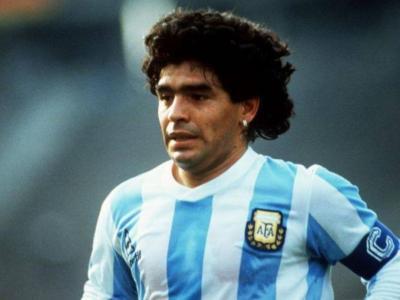 Calcio: all'asta la maglia autografata di Diego Armando Maradona e altri cimeli del campione argentino