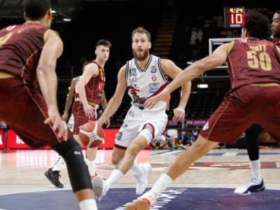 Basket, Serie A 2020-2021: Olimpia Milano-Reyer Venezia, cambia l'orario della sfida di domenica. Il posticipo diventa Pesaro-Reggio Emilia