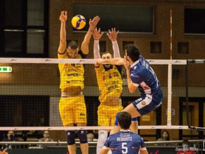 Volley, SuperLega: Modena espugna Cisterna al tie-break, Canarini al quarto posto. Karlitzek e Vettori i migliori