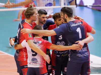 Volley, SuperLega: Monza firma l'impresa, Perugia travolta 3-0 al rientro. Rivincita di Filippo Lanza, primo ko umbro