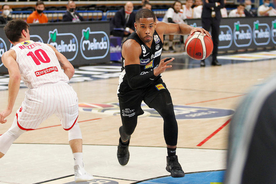 Basket |  Serie A 2020-2021 |  colpaccio di Varese |  soffre Brindisi  Vince anche Cantù