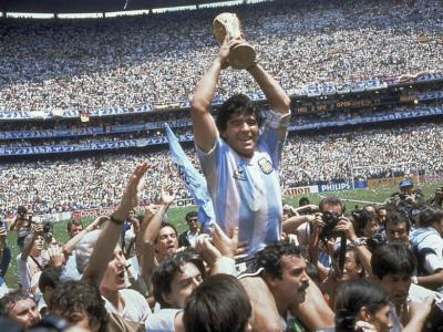 Diego Armando Maradona rivive sui social: i figli manterranno attivi i profili per ricordarlo