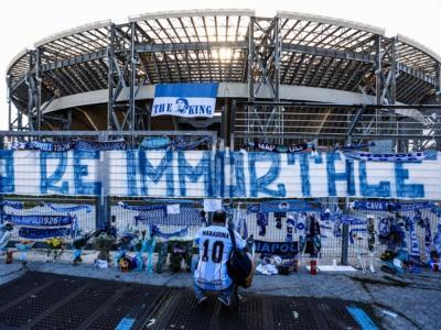 Intitolati a Diego Armando Maradona lo stadio e la fermata di Fuorigrotta a Napoli