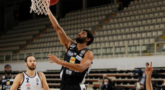 Basket, Serie A 2020-2021: Trento abbatte Sassari, doppio ko per le bolognesi