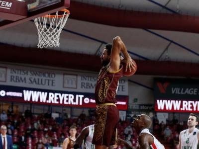 Basket, Serie A: la Reyer Venezia piega facilmente Reggio Emilia