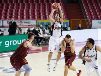 Basket, Serie A 2020-2021: Virtus Bologna corsara a Venezia, Milano di forza su Trento. Sassari dilaga, Pesaro all'overtime