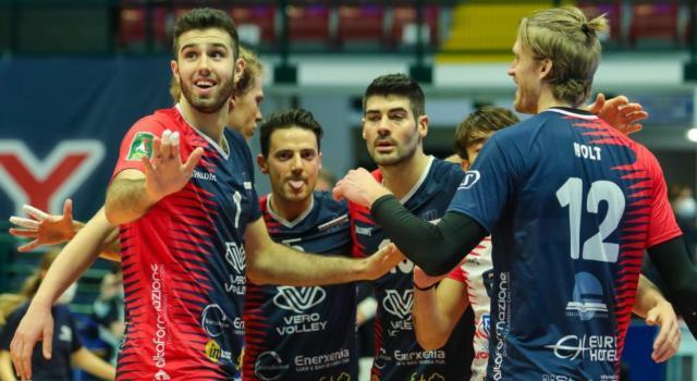 Volley, SuperLega: Perugia torna in testa. Monza ammazza grandi, Modena battuta! Trento-Padova rinviata