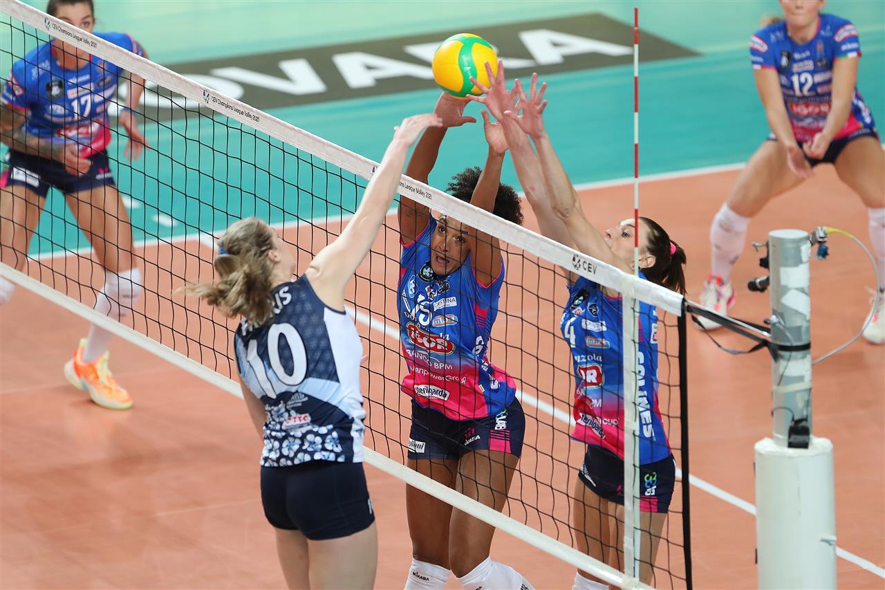 Volley femminile, Novara parte a razzo: travolta la Dinamo Kazan nell'esordio di Champions League