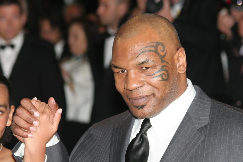 Boxe    l'allenamento massacrante di Mike Tyson  Fisico scolpito    Iron Mike è pronto per sfidare Roy Jones